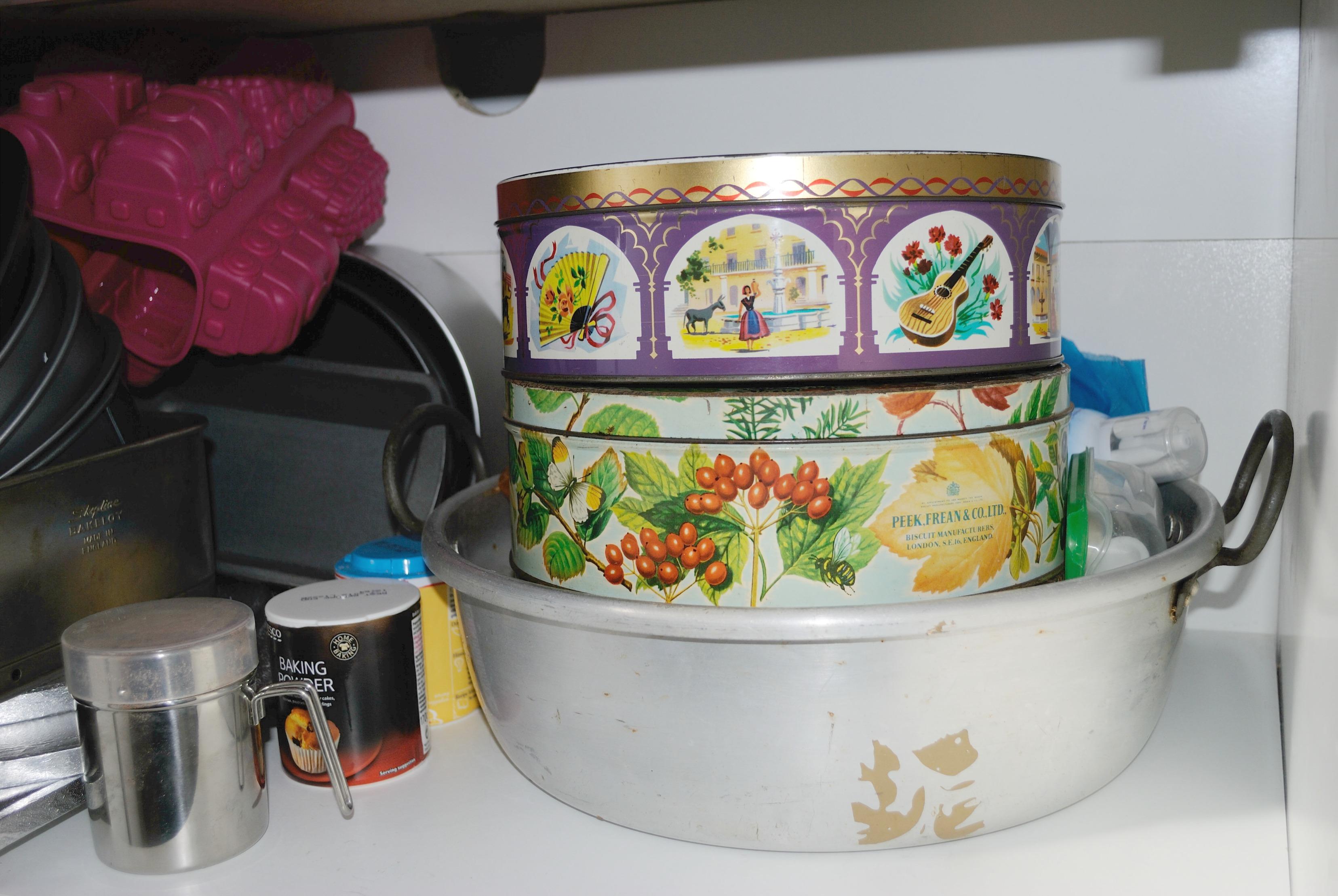 Baking cupboard 34